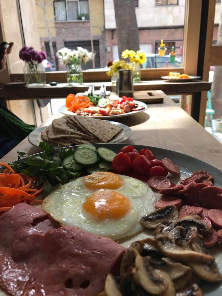 صبحانه کافه جار- بهترین صبحانه های تهران