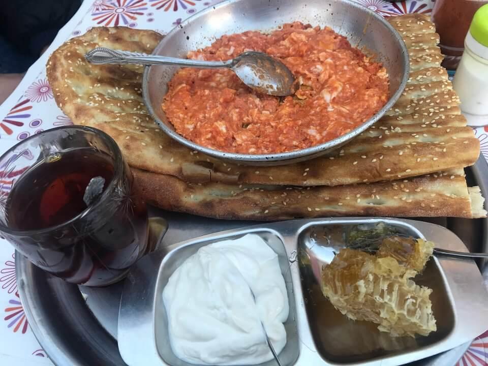 املت ولیعصر - بهترین صبحانه های تهران